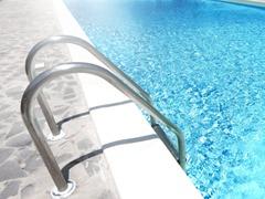 Échelles & main courant inox piscine